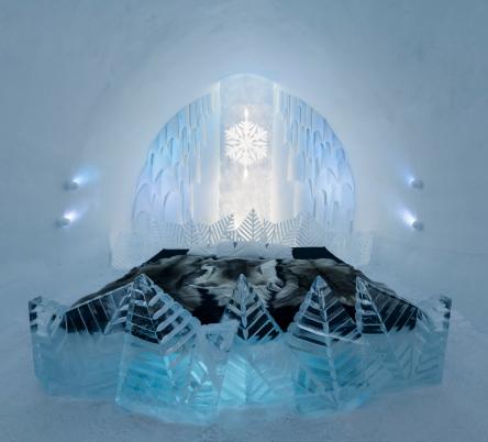 Jedna z sypialni w lodowym hotelu w Jukkasjärvi / Projekt:  Natsuki Saito i Shingo Saito; fot. Christopher Hauser