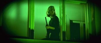 Kadr ze wspomnianej w omówieniu sceny z bondowskiego filmu