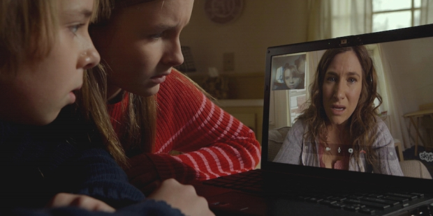 Zdobycze techniki ułatwiają młodym bohaterom kontakt z nieobecną matką, a operatorce Maryse Alberti pomagają urozmaicić zawartość kadru.