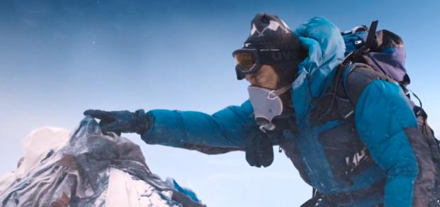Bo tu chodzi o gest... Bohater kreowany przez Jacka Gyllenhaala dotyka czubka Góry Gór.