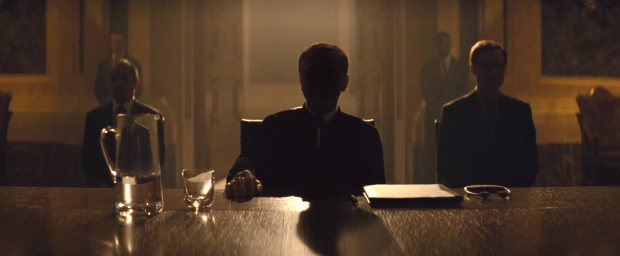 Twarz Blofelda (Christoph Waltz) przez długie minuty pozostaje w cieniu.