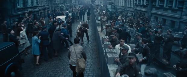 Budowa Muru Berlińskiego oczami Spielberga i Kamińskiego.