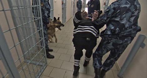 Rosyjski Czarny Delfin - jedno z najostrzejszych więzień na świecie. Tutaj nie ma szans na spacer w pozycji wyprostowanej, która mogłaby wpłynąć na lepsze rozeznanie się w terenie. / Żródło zdjęcia: http://www.imgism.com/5-of-the-most-brutal-prisons/.
