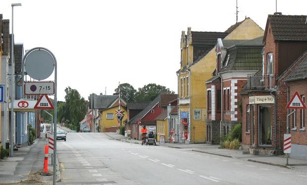 Niewielkie miasto Søllested na duńskiej wyspie Lolandii. To tam uda się Ravn w poszukiwaniu religijnego szaleńca./ Źródło zdj.: https://en.wikipedia.org/wiki/S%C3%B8llested